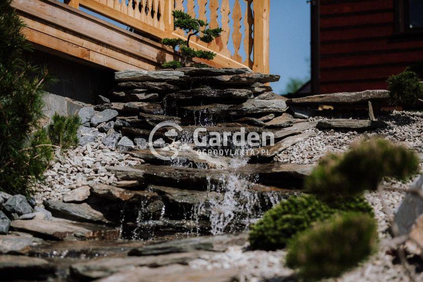 kaskada-woda-w-ogrodzie-bonsai