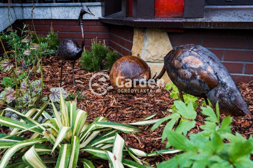 ozdoby-metalowe-w-ogrodzie