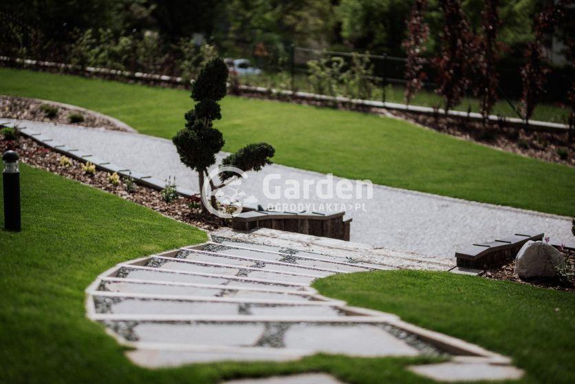 schody-z-kamienia-w-ogrodzie